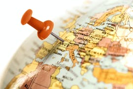 7 Tips for Choosing the Right Foundation Degree Abroad