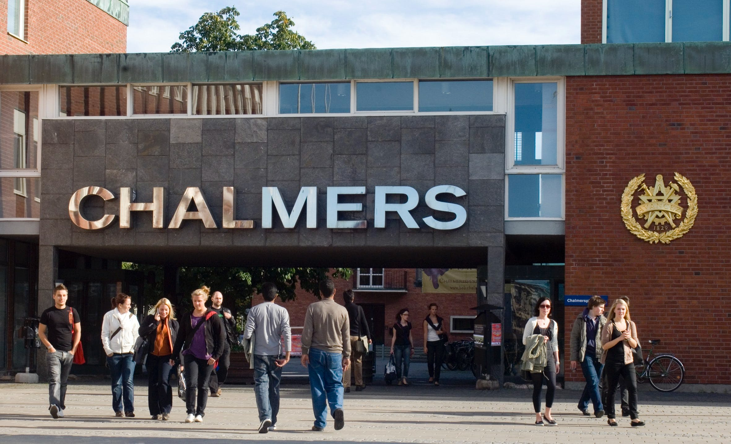 chalmers David john chalmers (/ ˈ tʃ æ l m ər z / born 20 april 1966) is an australian philosopher and cognitive scientist specializing in the areas of philosophy of mind and philosophy of languagehe is professor of philosophy and director of the centre for consciousness at the australian national universityhe is also a university professor, professor of philosophy and neural science, and a.