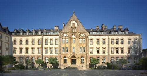 Campus-Limpertsberg-main-building.jpg